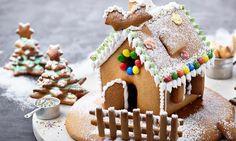 Leckeres+Haus+aus+Honigteig,+weihnachtlich+verziert