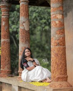 Girl Pics, Girl Pictures, Kerala Saree, Cute Girls, Beautiful Flowers, Colorful, Woman, Couple Photos, Couples