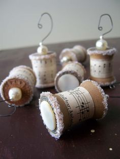Ornaments Made From Vintage Spools - Christmas gifts for Rob's choir for this year? (it's only 6 mos away! Spool Crafts, Cork Crafts, Christmas Projects, Holiday Crafts, Holiday Fun, Winter Christmas, All Things Christmas, Vintage Christmas, Christmas Holidays