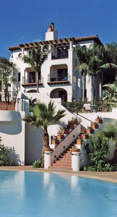 Ritz-Carlton Bacara, Santa Barbara (Goleta, CA This is the only Santa Barbara area resort directly on the Pacific.This is the only Santa Barbara area resort directly on the Pacific. Spanish Style Homes, Spanish House, Spanish Style Interiors, Spanish Style Bathrooms, Spanish Colonial Homes, Beautiful Homes, Beautiful Places, Casas The Sims 4, Mediterranean Homes