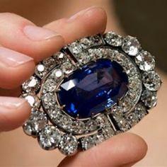 Barbara Hutton's Sapphire and Diamond Brooch.