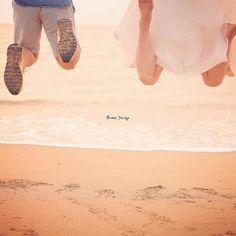 #足元 今度は海に向かって 思いっきり ジャンプ 足元だけで ふたりらしさが 出るといいな #プレ花嫁 #日本中のプレ花嫁さんと繋がりたい #結婚式準備 #ドレス試着 #前撮り#ウェディングフォト#ロケーションフォト#ウェディングドレス #farny_brides#archdays #2018春婚#プロポーズ#ウェディングソムリエアンバサダー#東海プレ花嫁#東京カメラ部#足元倶楽部