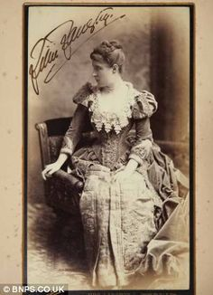 Lillie Langtry met King Edward at a dinner party. - article and photos of the King's mistress.