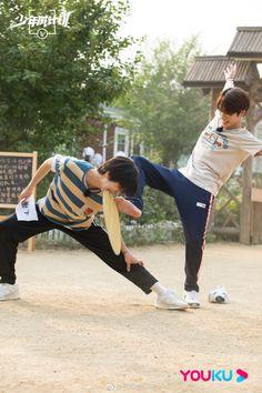 Winwin, Hug Pose, Foto Best Friend, Nct Group, Ten Chittaphon, Taeyong, K Idols, Jaehyun, Nct Dream