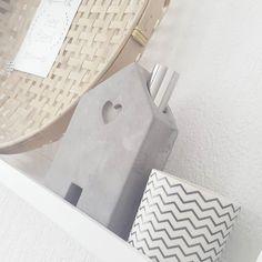 Lieve @huisjevanfloortje vroeg naar mijn #widn  Ik heb heerlijk lang uitgeslapen na een gezellig avondje stappen. Spring zo lekker onder de douche en dan moet er maar weer even opgeruimd worden! Hebben jullie ook zin om een #widn te delen @liefsvansil @siefshome @saschjadogger @marijke1212? Voel je niet verplicht  #myhome #instahome #details #interior4you #interior4all #interiorforyou #homedecoration #homestyling #homedesign #inspire #inspiriation #instagood #instalove #interiorstyling…