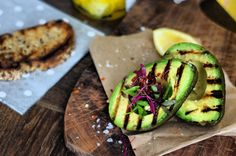 Grilling seems to make (mostly) all foods taste better, wouldn't you agree? Maybe it's the amazing smoky flavor that comes from grilling food, or maybe its partly to do with the act of cooking outside - but either way, we love grilling! Grilled Avocado, Grilled Fruit, Avocado Recipes, Healthy Recipes, Avocado Salads, Cooking Tips, Cooking Recipes, Spareribs, Avocado