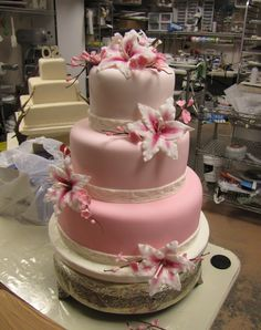 pink ombre cake with stargazer lilies