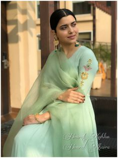 Indian Bridal Outfits, Indian Fashion Dresses, Dress Indian Style, Pakistani Dresses, Embroidery Suits Punjabi, Embroidery Suits Design, Embroidery Stitches, Hand Embroidery, Simple Kurta Designs