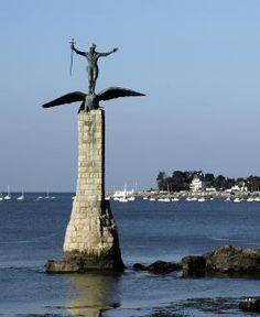 Inaugurée en 1926, le Monument américain, aussi surnommé le Sammy ou même le « soldat de la Liberté », commémore l'arrivée des troupes américaines à Saint-Nazaire, à partir de 1917. Détruit par l'occupant allemand en 1941, le monument est reconstruit à l'identique en 1989