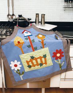 Avental de cozinha com patch apliquê Fabric Crafts, Sewing Crafts, Sewing Projects, Kitchen Fabric, Patch Aplique, Aprons Vintage, Mug Rugs, Applique Quilts, Dish Towels