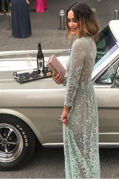 5 looks para ser la invitada perfecta en una boda  INVITADA SOFISTICADA Jenny tiene un estilo elegante y delicado. Su look de invitada para la boda de su amiga, la influencer Lidia Bedman es, sencillamente, PERFECTO.  #invitada #invitadaperfecta #invitadaboda #boda Lovely Dresses, Beautiful Gowns, Elegant Dresses, Formal Dresses, Wedding Dresses, Day Date Outfits, Looks Party, Looks Street Style, Gala Dresses