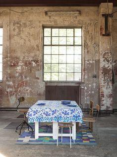 Gudrun Sjödéns Sommerkollektion 2015 - Tischdecke Rosenkrage in der Farbe porzellanblau, Größe 150x250 cm.