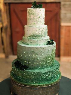 Photo: Jeff Brummett Visuals via Style Me Pretty; his green wedding cake is too pretty to cut!