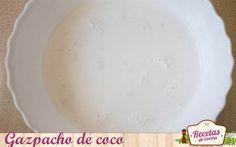 Gazpacho de coco -  Ey #zampabloggers! Hoy os traigo una nueva recomendación para la pereza veraniega que nos vence estos días a la hora de cocinar. Si a estas alturas ya se os ha puesto cara de lechuga y huis de los fogones con tal de no aumentar la temperatura que os rodea… TENGO LA SOLUCIÓN PERFECTA para r... - http://www.lasrecetascocina.com/gazpacho-de-coco/