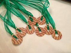 Girl Scouts Cookie Necklace: Made with metal washers and acrylic paint or nail polish with clear coat over top. Very cute and fun! Girl Scout Swap, Girl Scout Leader, Girl Scout Troop, Scout Mom, Les Scouts, Daisy Girl Scouts, Girl Scout Cookie Sales, Girl Scout Cookies, Girl Scout Badges