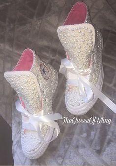 High-top Pearl Wedding Converse by TheeQueenOfBling on Etsy Wedding Sneakers, Wedding Converse, Bling Shoes, Prom Shoes, Bling Bling, Cute Shoes, Me Too Shoes, Jouer Au Basket, Wedding Attire
