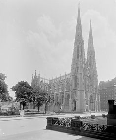 New York City Circa 1900. St Patrick's Cathedral, Fifth Avenue.