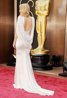 . . . and from the back. Kate Hudson at the 2014 Oscars in Versace.
