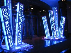 Or similar material folded into pillars which have designs cut out. Ground lights on the inside shining out so the patterns are shone. Stage Lighting Design, Stage Set Design, Church Stage Design, Lighting Concepts, Corporate Event Design, Event Branding, Decoration Design, Display Design, Wedding Stage Design