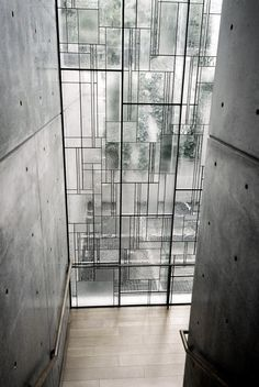 Shiba Ryotaro Memorial Museum by Tadao Ando. Modern window alternating matte and clear glass installed on a iron structure with irregular shapes. Is a new interpretation of stained glass windows and also a nice alternative to ordinary windows. Tadao Ando, Architecture Design, Windows Architecture, Memorial Architecture, Japan Architecture, Museum Architecture, Futuristic Architecture, Sustainable Architecture, Contemporary Architecture