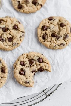 World's BEST Chocolate Chip Cookies (soft & chewy!) – I Heart Naptime The world's best chocolate chip cookies with a soft and chewy inside and perfectly crisp edges. Each bite is absolute heaven! Best Cookie Recipes, Sweet Recipes, Cake Recipes, Dessert Recipes, Yummy Recipes, Snack Recipes, Homemade Chocolate, Chocolate Recipes, Crack Crackers