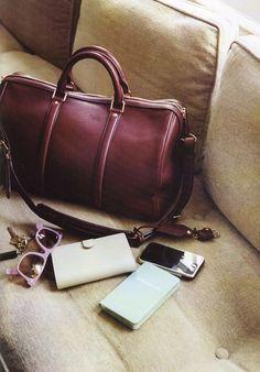 На портале look.tm неоднократно появлялись статьи с вариациями версий базового гардероба. Блог о сумках I Bag U задался целью составить аналогичный перечень универсальных сумок, подходящих под большинство случаев.