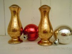 Mid Century salt and pepper gold shakers with by StoreFourandMore