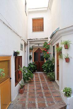 Callejón en Istán, Málaga by JavierGil., via Flickr
