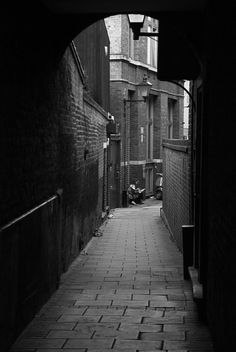 Alleyway behind Jerusalem Tavern, Farringdon, London Sept 2014