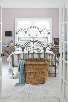 Wall color ben moore iced mauve - adult guest room