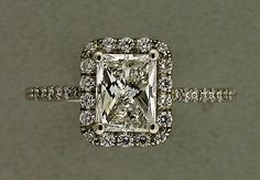 So beautiful, this would fit any lady. Antique engagement Ring
