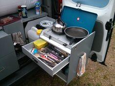 Fourgon aménagé avec cuisine extérieure comme à la maison !