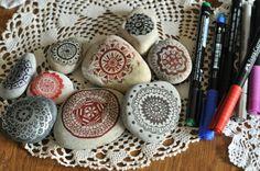 mandala on the rocks! / taşların üstüne mandala çizmece...