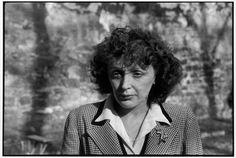 Henri Cartier-Bresson, Édith Piaf, France, 1946. © Henri Cartier-Bresson/Magnum Photos.