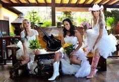 Galeria de fotos da matéria com o Grupo Barra da Saia na Revista Casamentos e Festas, com produção de cabelo e maquiagem da Conceito hef cabelo e Estética. Contato Tel: (11) 3898.1217 / (11) 3081.4253 #Conceitohef #GaleriadeFotos #RevistaCasamentoeFestas #Maquiagem #Cabelo #BarradaSaia #VillaCountry http://www.conceitohef.com.br/galeria/producao-barra-da-saia