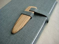 closure    (see this pinner for many more on bookbinding....Mariana Suarez Carmona)