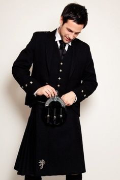 What you need to know about wearing a kilt. by Fraquoh and Franchomme