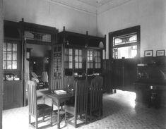 COLLECTIE TROPENMUSEUM Kantoor van de directeur (vermoedelijk) Hotel des Indes…