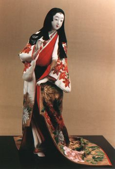 nihon-no-ningyou: A Kyoto doll made by Shisui Sekihara. This doll is wearing a white uchikake (outer robe kimono) decorated with autumn mot...