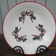 Christmas time is coming! Christmas China, Christmas Dishes, Christmas Tea, Christmas And New Year, Dish Display, Christmas Dinnerware, Homer Laughlin, Candy Canes, Pyrex