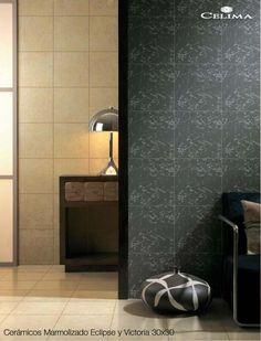 No tengas miedo de combinar colores y texturas. ¡Mira lo bien que quedan cerámicos marmolizados de distintos tonos en las paredes!