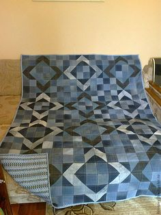 Best 12 Inspiring recommendations that we are keen on! Blue Jean Quilts, Yellow Quilts, Denim Quilt Patterns, Denim Quilts, Quilting Projects, Quilting Designs, Artisanats Denim, Half Square Triangle Quilts Pattern, Denim Crafts