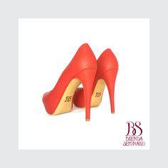 Modelo: Daphe 90, cuero rojo grabado, alto 12cm, plataforma 3cm, BS BRENDA SEMINARIO SAC.