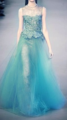 婚礼婚纱 这个冰蓝色的婚纱很像冰雪奇缘里的那套,…