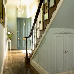Georgian hallway with flagstone floors & staircase. Tiled Hallway, Hallway Flooring, Modern Georgian, Georgian Homes, Hall Curtains, Georgian Interiors, Flagstone Flooring, Farm House Colors, Georgian Architecture