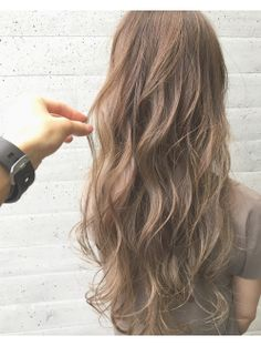 【ALIVE表参道】ハイライトで透け感ベージュカラー Wavy Hair Perm, Loose Perm, Korean Hair Color Ombre, Ombre Hair, Permed Hairstyles, Trendy Hairstyles, Medium Hair Styles, Curly Hair Styles, Digital Perm