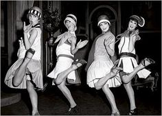 """Source: Picture The was known as the """"Jazz Age"""". During the the Jazz Age, a new dance that swept the nation was created called the """"Charleston"""". Flapper Girls, Flapper Style, 1920s Flapper, 1920s Style, Flapper Dresses, Flapper Fashion, Flappers 1920s, Fashion 1920s, Fashion Men"""