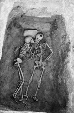 """roboticem:    lipstickstainedlove:    yourstrulygaby:    """"6000 year old kiss. Hasanlu, Iran."""" Did they die kissing?    oh my heart    dawww"""