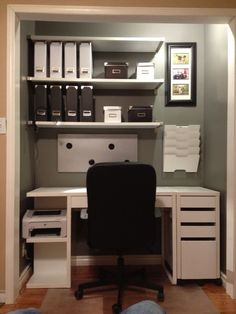 20 DIY desks that really work for your home office .- 20 DIY-Schreibtische, die wirklich für Ihr Heimbüro funktionieren Tags: Comput… 20 DIY desks that really work for your home office Tags: computer desk ideas for … – – - Home Office Closet, Closet Desk, Office Nook, Guest Room Office, Home Office Desks, Home Office Furniture, Furniture Ideas, Furniture Layout, Playroom Closet