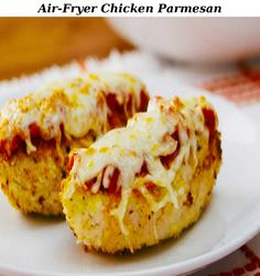 Savour the taste of an Italian favourite, without the frying, with this Air-Fryer Chicken Parmesan recipe. Air fryers are becoming increasingly popular because they use hot circulating air to cook foods until crisp. This recipe uses cooking spray instead of butter or oil, and the air fryer does the rest! As a bonus, this deliciously satisfying Air-Fryer Chicken Parmesan can be ready in less than 30 minutes. Easy Meal Prep, Easy Meals, Vegetarian Recipes, Snack Recipes, Panko Bread Crumbs, Chicken Parmesan Recipes, Cooking Instructions, Wing Recipes, Evening Meals